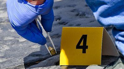 Spari a Napoli, trovati 26 bossoli