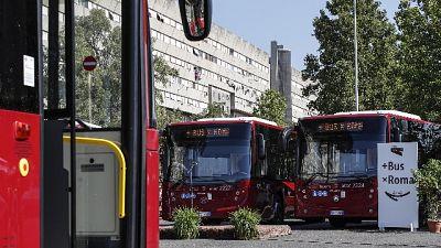 In 8 picchiano autista bus a Roma