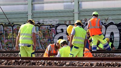 Maltempo:Napoli, allagamento, stop treni