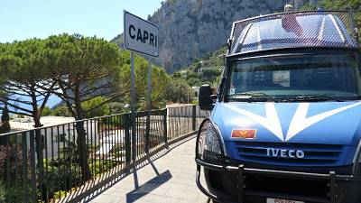 Schiaffi ad anziane, arrestata a Capri