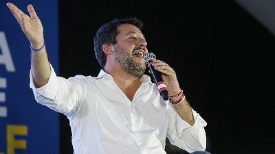 Migranti: Salvini, Conte riapre porti