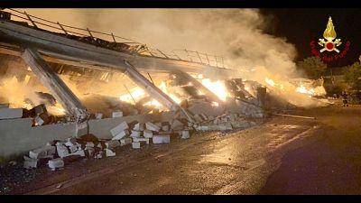 Incendio mobilificio, 6mila mq distrutti