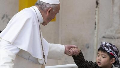 Papa: aprirsi al dovere dell'ospitalità