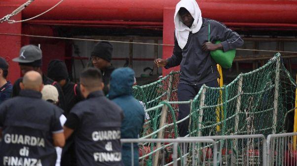 Cei accoglie 60 migranti di Ocean Viking