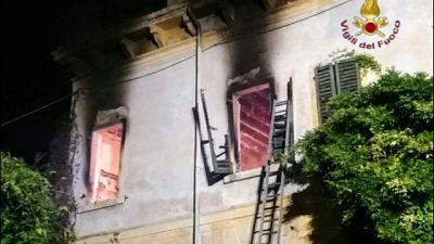Incendi: fiamme in casa, muore anziano