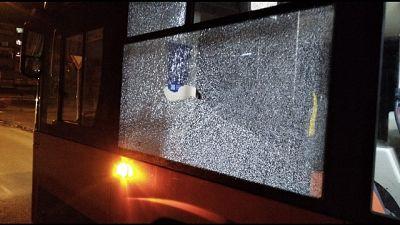Baby gang lancia sassi contro bus Napoli
