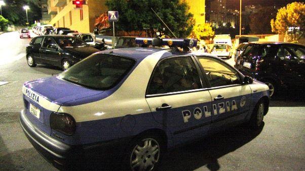 Tenta suicidio e accoltella poliziotto