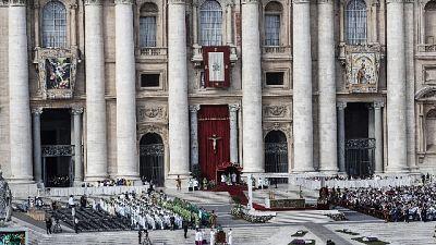 Papa: con migranti torni umanità