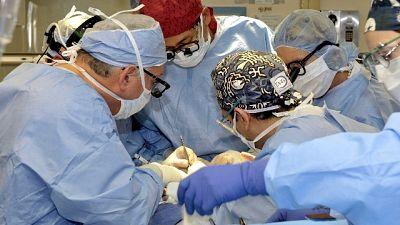 Muore dissanguata, tre medici indagati