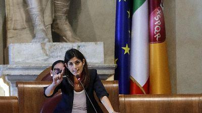 Rifiuti Roma: Raggi, Ama resta pubblica
