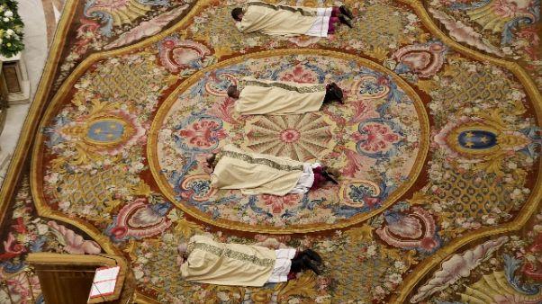Papa, compito del vescovo è servire