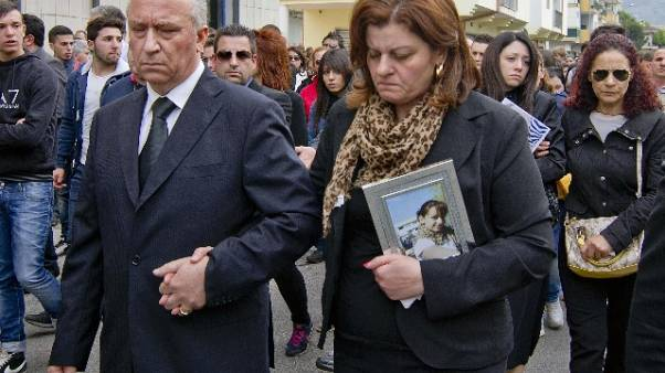Padre 16enne uccisa, no permessi omicida