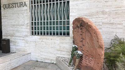 A Cagliari fiori per gli agenti uccisi