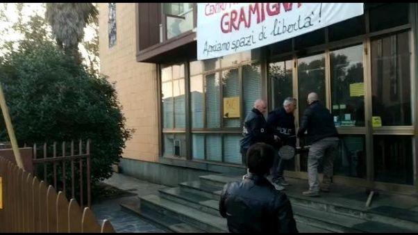 Padova,Polizia sgombera stabile occupato