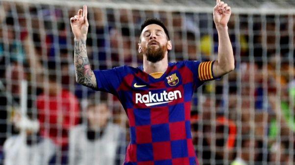 4-0 al Siviglia, Barca rincorre il Real