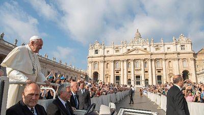 Papa: c'è chi adora dogmi Chiesa non Dio