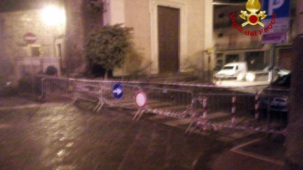 Fulmine su campanile nel Catanese, danni