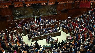 Def: Lega alla Camera urla 'elezioni'
