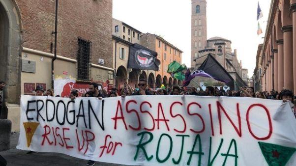 A Bologna corteo contro i raid turchi