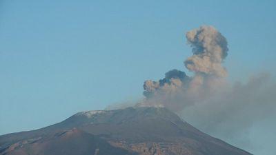 Etna: cenere, chiuso uno spazio aereo