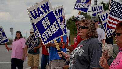 GM appeals direct to employees as strike losses pile up