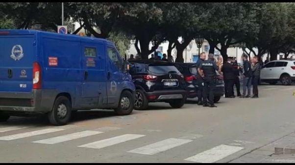 Commando armato tenta rapina a Unicredit