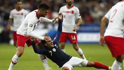 Francia-Turchia: inni rispettati
