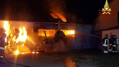 Incendio deposito, salva opera Mannucci