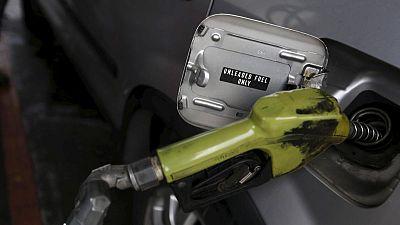 Drivers wait six days to buy fuel in Venezuela border region