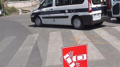 Bus  contro albero a Roma, feriti