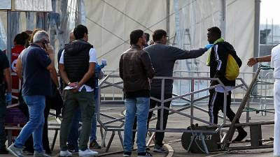 Migranti: Istat, si riducono ingressi