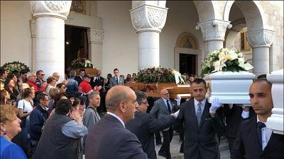 Strage famiglia: in centinaia a funerali