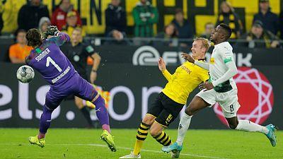Reus strikes as Dortmund down Gladbach to close on leaders