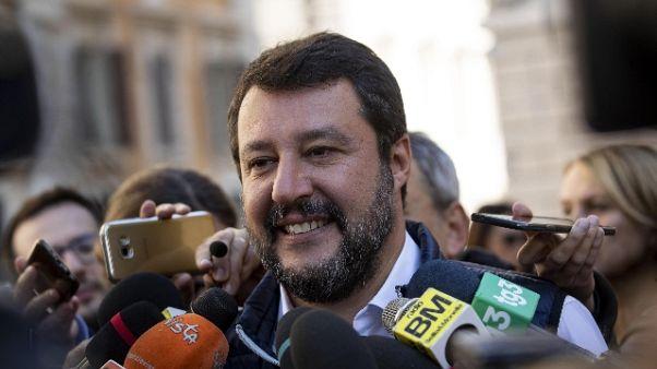 Salvini,oltre 10 mila firme contro Raggi