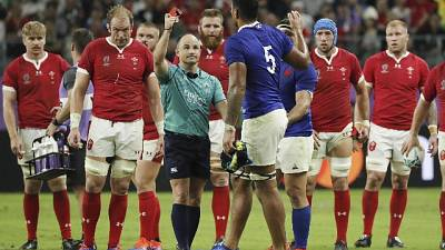 Rugby: scuse arbitro per foto irridente