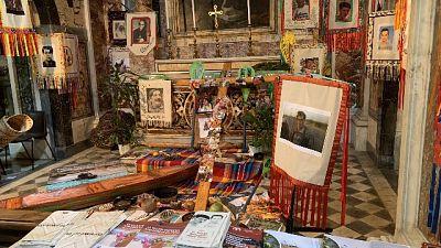 Vaticano condanna furto statue indigene