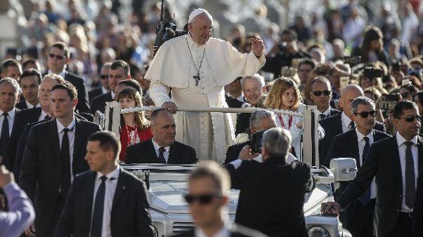 Papa, la Chiesa non è una roccaforte