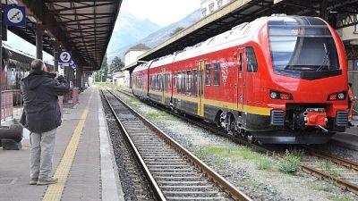 Sassi su binari Aosta-Torino,denuncia Fs
