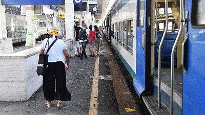 Aggredisce e perseguita donna sul treno