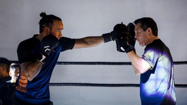 Hamilton si prepara boxando con Chavez