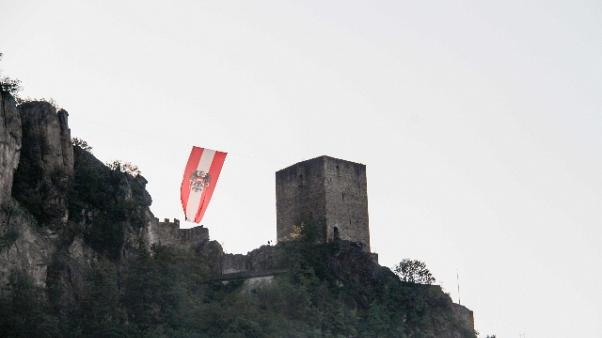 Schuetzen issano bandiera austriaca
