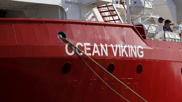 Ocean Viking a Pozzallo,al via lo sbarco