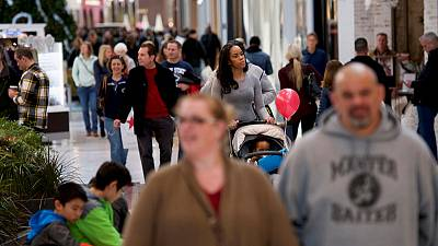 Consumers support U.S. economy as business spending slumps