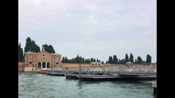 Venezia: torna passerella per cimitero