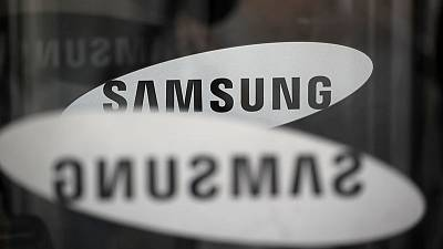 Samsung Elec upbeat on chip outlook as third quarter profit falls 56%