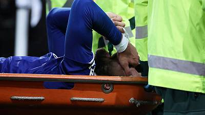 Everton's Gomes to have surgery on broken ankle