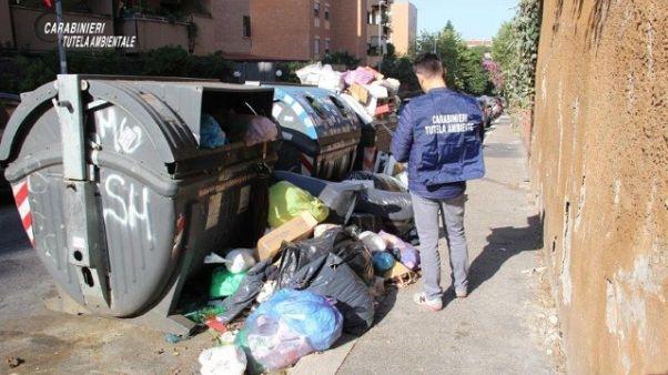Caos rifiuti,Cc denunciano dirigenti Ama