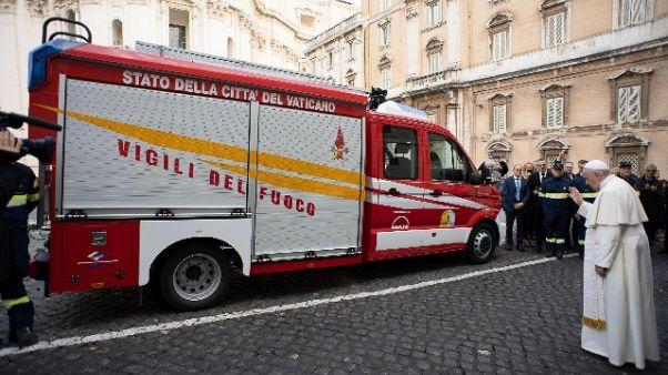 Papa prega per i vigili del fuoco morti