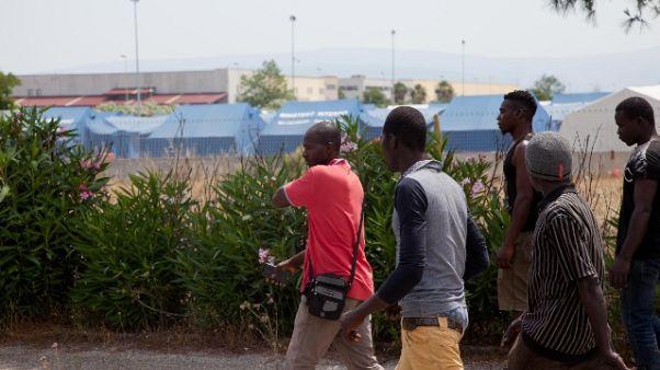Migrante morto, si fa ipotesi omicidio