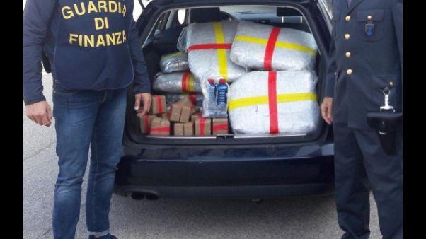 In auto con 51 kg marijuana, due arresti